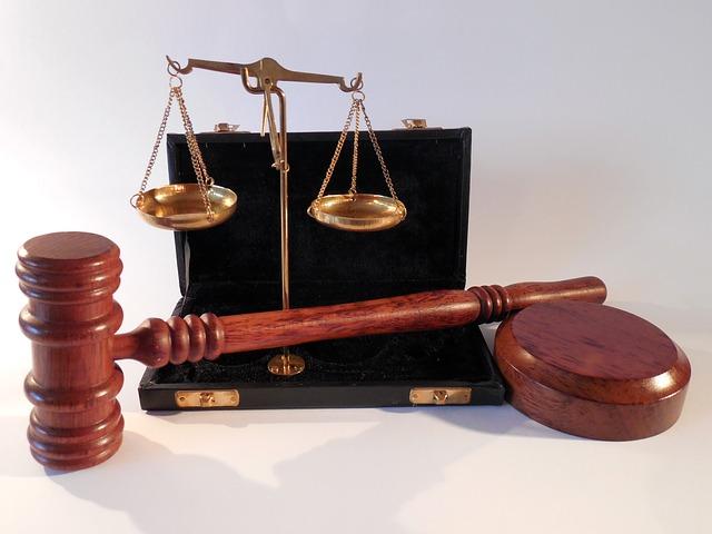 młotek waga sprawiedliwość