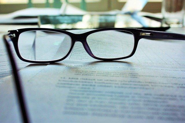 Okulary i dokumenty